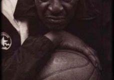 """1960s legendinis gatvės krepšinio žaidėjas Earl """"The Goat"""" Manigault"""