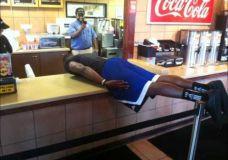 Planking'as linksmai su Dwight'u Howard'u Gilbert'u Arenas'u  Vinc'u Carter'iu
