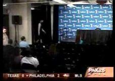 Tim Duncan nuotaikingas įėjimas į konferencijų salę