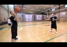 Perdavimas : vienos rankos treniruotė tobulinant perdavimo įgūdžius