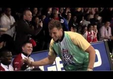 Blake Griffin įrodo kad jis ne tik geras krepšininkas bet ir neblogas boulingo žaidėjas