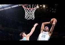 Kevin Durant drebina Nuggets lankus