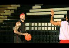 LeBron James treniruotė : gynėjo apgavimas ir metimas atšokus atgal