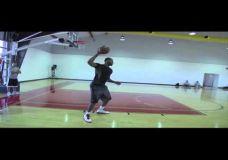 LeBron James treniruojasi kartu su Hakeem Olajuwon