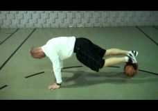 Treniruotė su savo kūno svoriu ant kamuolio