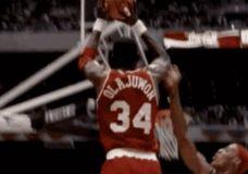 Hakeem Olajuwon klaidinantis judesys prieš Dennis Rodman GIF