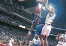 Scottie Pippen dėjimas per Patrick Ewing GIF